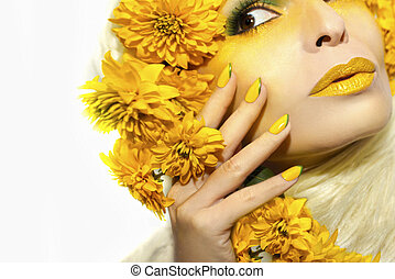 Summer yellow makeup and manicure.