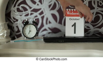 change of calendar numbers, 2 October, Thursday - Women's...