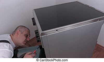 Electrician go into the oven