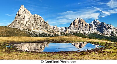View from passo Giau to mount Ra Gusela and Tofana - View...