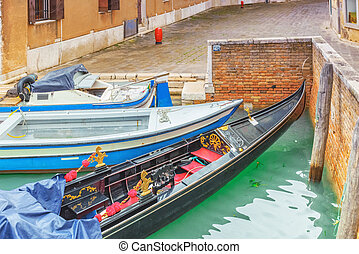 Views of the most beautiful channels of Venice, empty...