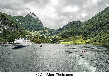 Travel Norway Geiranger village