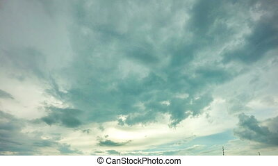 4k timelapse daytime sky with fluffy clouds, Looping video -...