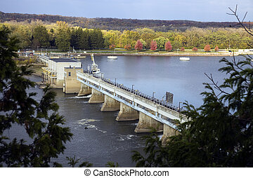 Dam on Illinois River in Starved Rock State Park area.