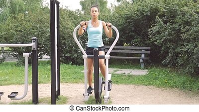 Woman exercising in park - Confident young woman in sportive...