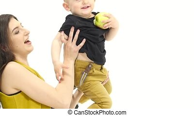 Mom circulates his child in his arms, the baby eats an...