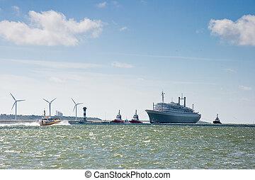 Last voyage of SS Rotterdam - HOEK VAN HOLLAND -THE...