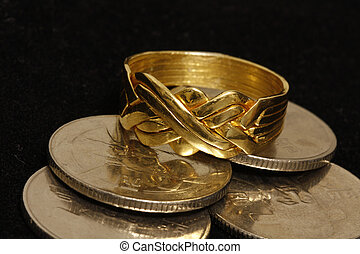Puzzle ring - Gold Puzzle ring with coins in a black velvet...