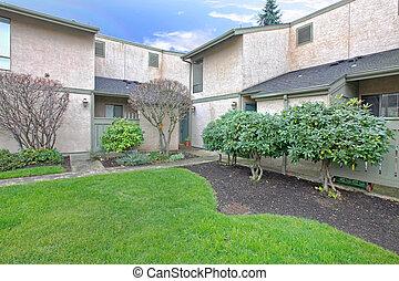 Condominium building - Condominium complex in Kirkland, WA....