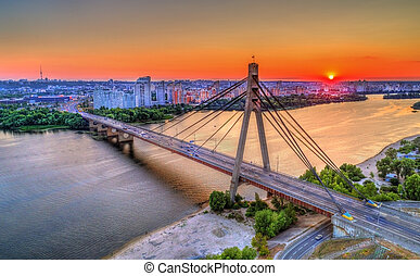 The Moskovskyi Bridge across the Dnieper in Kiev, Ukraine -...