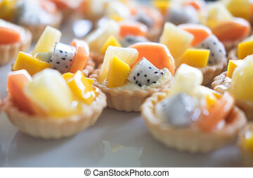 Delicious custard tart with tropical fruit
