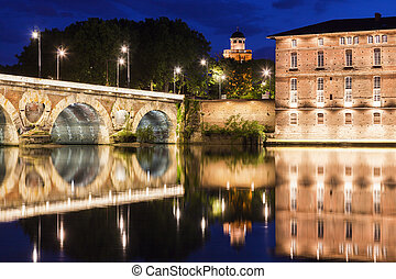 Pont Neuf in Toulouse - Pont Neuf and old water tower in...