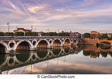 Pont Neuf in Toulouse seen at sunset. Toulouse, Occitanie,...