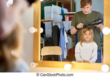 Making Hairstyle for Little Model