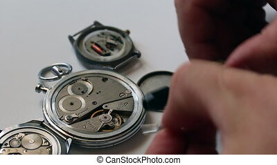 Watchmaking is a master at work. Disassembles the clock...