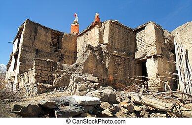Jharkot village, round Annapurna circuit trekking trail -...