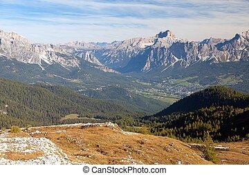Cortina d Ampezzo and Croda Rosa, Dolomiti, Italy