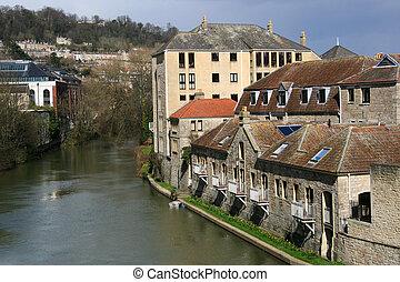 River Avon, Bath - View along River Avon, Bath, England