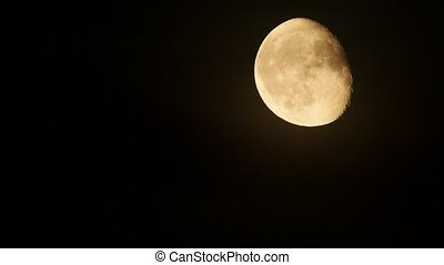Moon rise, real-time. - Moon rise in the dark sky,...