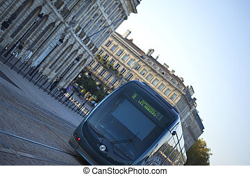 Tramway in Bordeaux - Tramway on the quays in Bordeaux in...