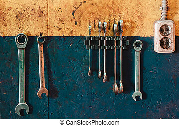 Working keys of repair personnel weigh on the wall.