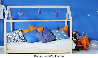 Kids and parents rooms connected - Family apartment with...