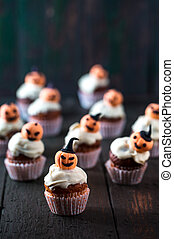 Cupcakes with orange pumpkins - Cupcakes with white...