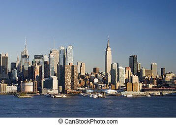 Daytime NY Skyline - A 2010 daytime view of the New York...