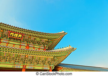 Roof top of the gate to Gyeongbokgung Palace - the main...