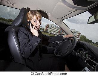 frau, Sie, fahren, Auto, wenn, Telefon, sie