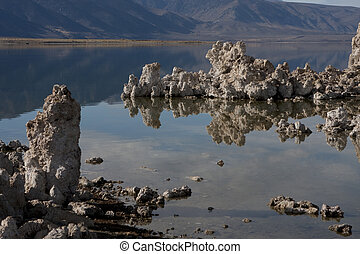 Mono Lake Tufa Towers 1151 - Mono Lake and tufa towers, Mono...