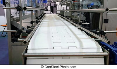 Food factory automated robotic conveyor line - Food factory...