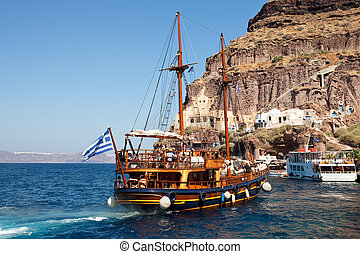 The boat travelling in Greece - The boat travelling on...