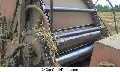 Gathering hay - Mechanism work on hay twisting in rolls