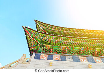 Roof top of the main gate to Gyeongbokgung Palace -...