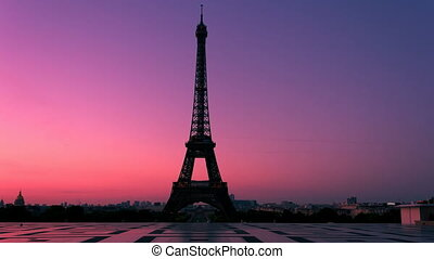 Paris Waking Up - Timelapse video of the Eiffel Tower in...