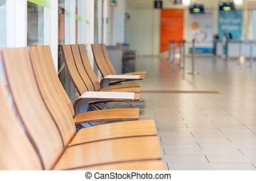 Stuhlreihe clipart  Bilder von area., stühle, warten, zeichen, behinderten, flughafen ...