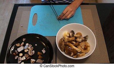 Man cut mushrooms