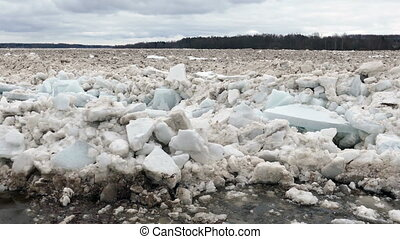 Spring flood ice drift