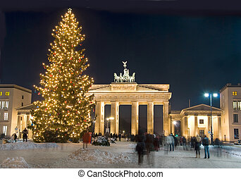 berlin winter christmas - berlin brandenburg gate with...