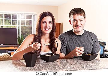 coppia, mangiare, colazione