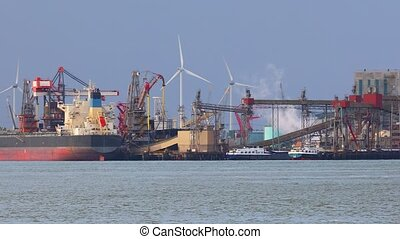 Industrial cargo port - Industrial port, bulk and energy...