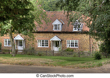 Quaint English country cottage - Quaint typical English...