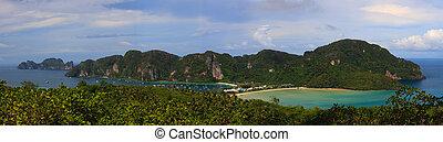 Ko Phi Phi Panoramic - Ko Phi Phi tropical island paradise,...
