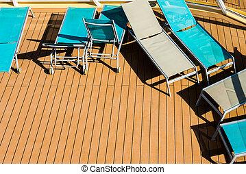 Liegen an Deck - Sonnenliegen an Deck eines...