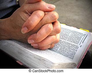 prier, mains, bible