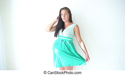 feeling pregnant woman before childbirth 1