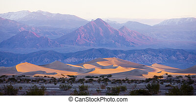 Stovepipe Wells sand dunes, Death Valley