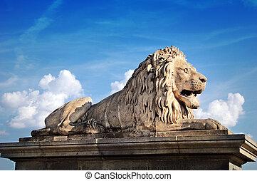 Lion statue of the Chain bridge
