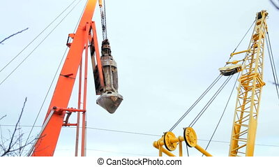 construction crane bucket